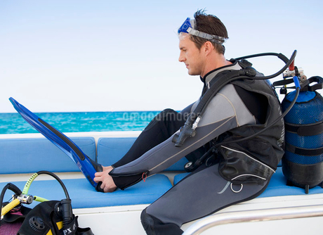 A man about to go scuba diverの写真素材 [FYI02119160]