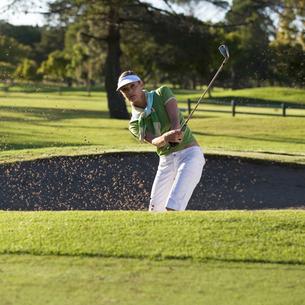 Woman playing golfの写真素材 [FYI02119307]