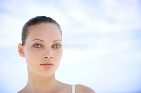 Portrait young woman's faceの写真素材 [FYI02119451]