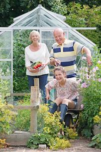 Grandfather Giving Granddaughter Ride In Garden Wheelbarrowの写真素材 [FYI02119460]