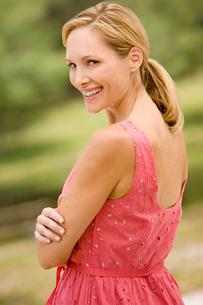 portrait blonde mid adult woman in sundressの写真素材 [FYI02119775]