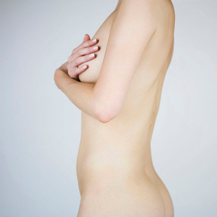 A female nude, mid sectionの写真素材 [FYI02119865]
