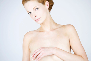A female nude, portraitの写真素材 [FYI02119948]