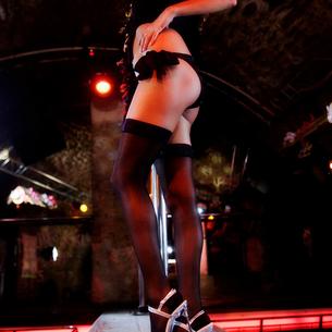 An erotic dancer at a nightclubの写真素材 [FYI02120073]