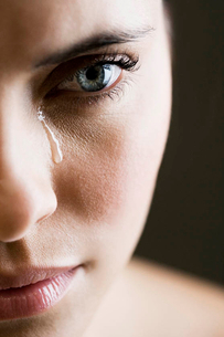 Close up of woman cryingの写真素材 [FYI02120401]