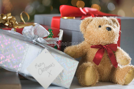 A pile of Christmas presentsの写真素材 [FYI02120603]