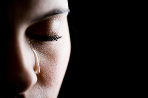 Close up of woman cryingの写真素材 [FYI02120741]