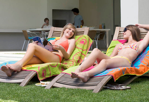 Two teenage girls sunbathingの写真素材 [FYI02120756]