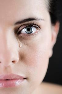 Close up of woman cryingの写真素材 [FYI02121127]