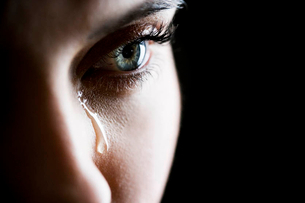 Close up of woman cryingの写真素材 [FYI02121130]
