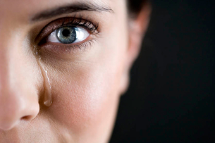 Close up of woman cryingの写真素材 [FYI02121273]