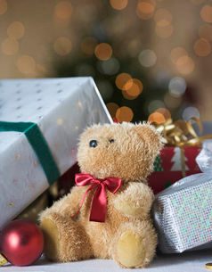 A pile of Christmas presentsの写真素材 [FYI02121514]