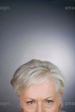 A senior woman looking angryの写真素材 [FYI02121695]