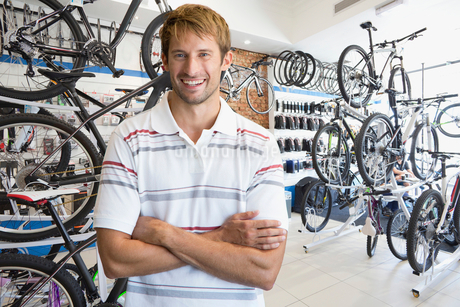 Store manager in bicycle shop smiling at cameraの写真素材 [FYI02123190]