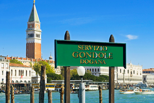 Gondola service sign in front of San Marco Campanile architecture and sunny Grand Canal in Venice, Iの写真素材 [FYI02123278]