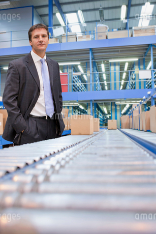 Portrait Of Businessman In Warehouse Despatch Areaの写真素材 [FYI02123449]