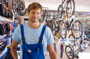 Portrait Of Male Sales Assistant In Cycle Repair Storeの写真素材 [FYI02123686]