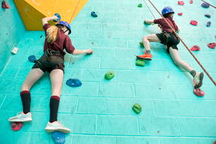 High school students climbing rock climbing wallの写真素材 [FYI02123697]