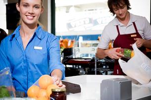 Portrait of  supermarket checkout assistants.の写真素材 [FYI02123707]