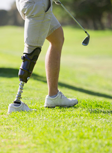 Close Up Of Male Golfer With Artificial Leg Standing By Greenの写真素材 [FYI02124113]