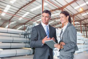 Businesspeople Meeting In Steel Store Of Engineering Factoryの写真素材 [FYI02124274]
