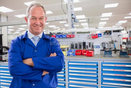 Portrait Of Worker On Floor Of Engineering Factoryの写真素材 [FYI02124321]