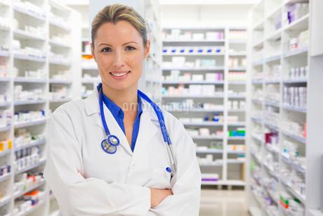 Portrait Of Female Chemist Working In Pharmacyの写真素材 [FYI02124451]