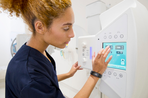 Female Radiographer Working In Hospital X Ray Departmentの写真素材 [FYI02124646]