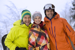 Friend in warm clothing and woolly hats, outdoorsの写真素材 [FYI02124777]