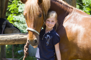 Girl looking after horseの写真素材 [FYI02125129]