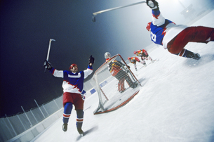 Tilted view of an ice hockey team celebrating on the iceの写真素材 [FYI02125464]