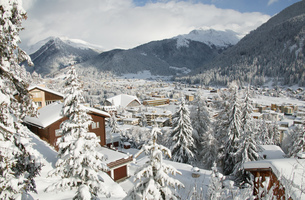 High angle view of Davos in winter time, Graubuenden, Switzerlandの写真素材 [FYI02125916]