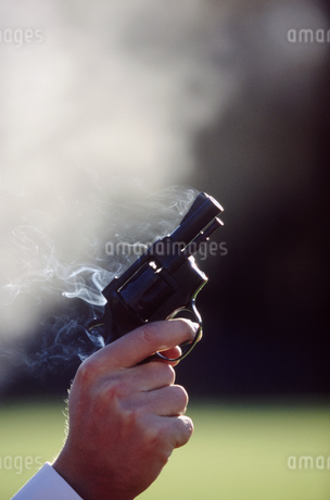 Detail view of a man shooting off a pistolの写真素材 [FYI02125936]
