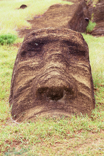 Close up of a ruined moai statue, Chile, Easter Island (Rapa Nui)の写真素材 [FYI02125945]