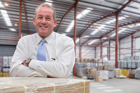 Portrait Of Businessman In Warehouse Dispatch Areaの写真素材 [FYI02126089]