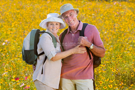 Portrait Of Senior Couple On Walk Through Summer Countrysideの写真素材 [FYI02126277]
