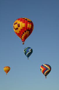 Low angle view of hot air balloons against blue sky, Balloon Festival, Albuquerque, New Mexico, USAの写真素材 [FYI02126307]