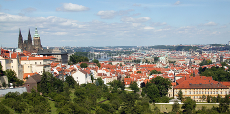 View of entire city of Pragueの写真素材 [FYI02126408]