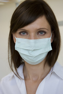 Nurse in surgical maskの写真素材 [FYI02126514]