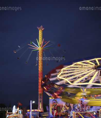 Amusement park rides in Munichの写真素材 [FYI02126539]
