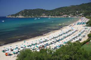 Scenic view of beach at Biodola, Island of Elba, Tuscany, Italyの写真素材 [FYI02126657]