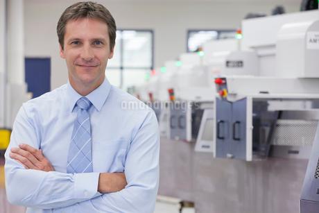 Portrait Of Businessman On Floor Of Engineering Factoryの写真素材 [FYI02126788]