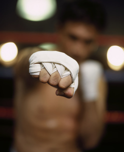 Portrait of a male boxer punching the cameraの写真素材 [FYI02126856]