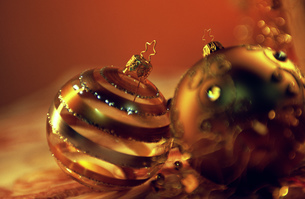 Still life of two Christmas decorationsの写真素材 [FYI02127264]
