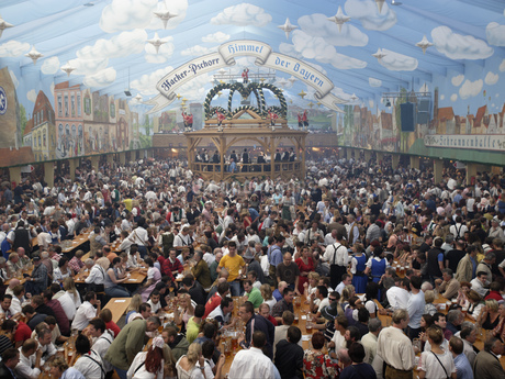 Large crowd enjoying food and drinks at festival in Munichの写真素材 [FYI02127405]