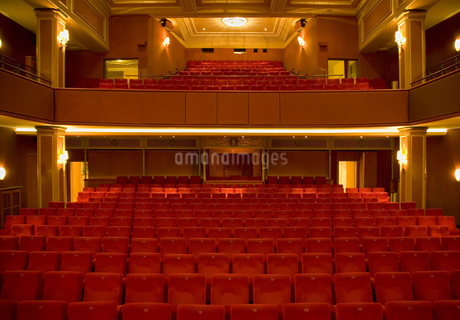 Seating in empty theaterの写真素材 [FYI02127480]