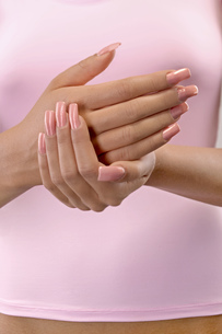 Close up of woman's hands with artificial fingernailsの写真素材 [FYI02127503]