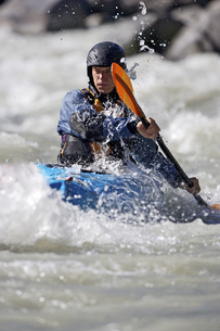 Person paddling kayak in whitewaterの写真素材 [FYI02127869]