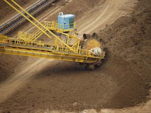 Shovel Excavator digging nickelous soil near Koumac, New Caledonia, Overseas Territory of Franceの写真素材 [FYI02127886]