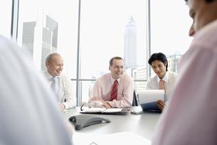 Businessmen having meetingの写真素材 [FYI02128126]